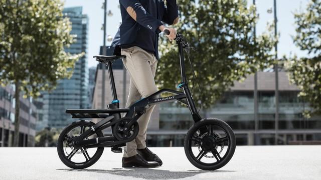 Nouveau SUV PEUGEOT 5008 : e-Bike