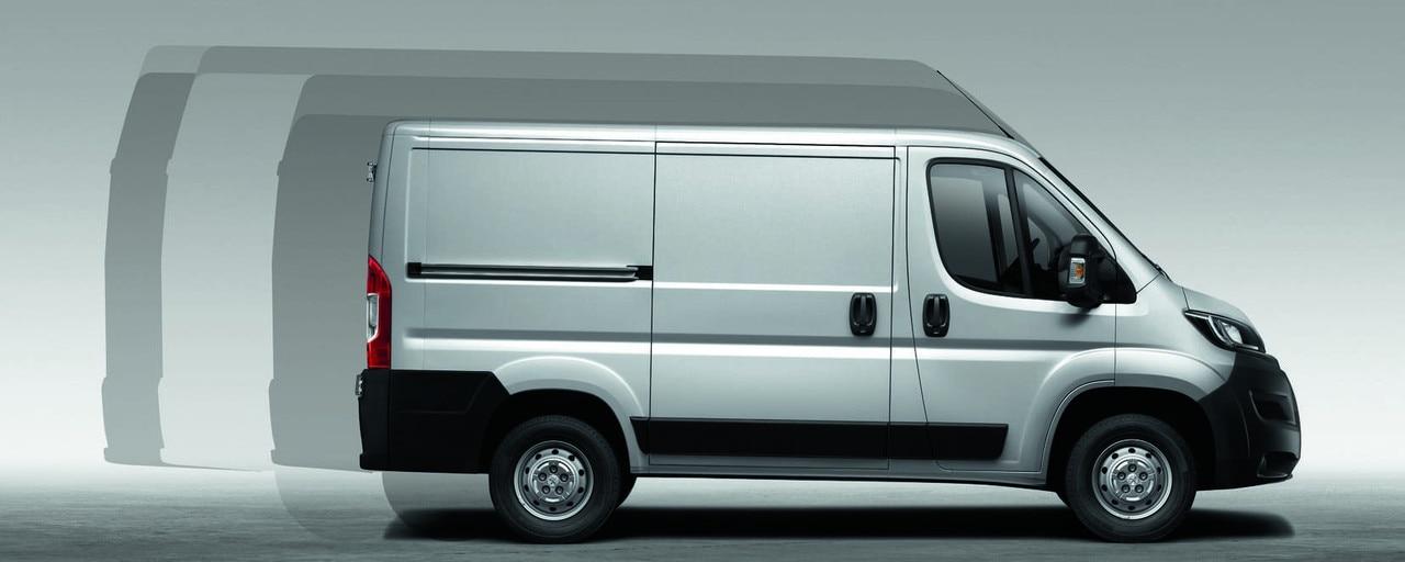 Peugeot Boxer sur la base de 3 empattements (3 m, 3,45 m et 4,04 m), les versions fourgons tôlés et vitrés se déclinent en 4 longueurs (L1, L2, L3 et L4) et 3 hauteurs (H1, H2 et H3), pour un total de 8 silhouettes allant de 8 &